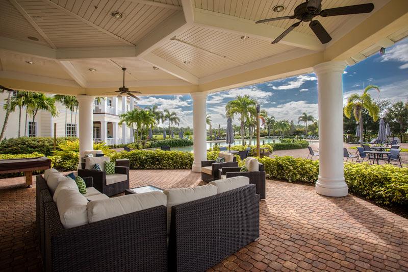 Hampton-Lakes-Clubhs-patio